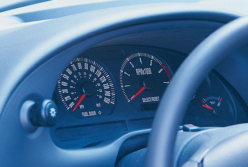 p176698_large-2001_ford_mustang_gt_bullitt_coupe-gauges